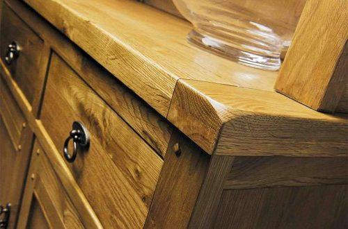 Как мебель из дуба в деревенском стиле может придать дому классический вид